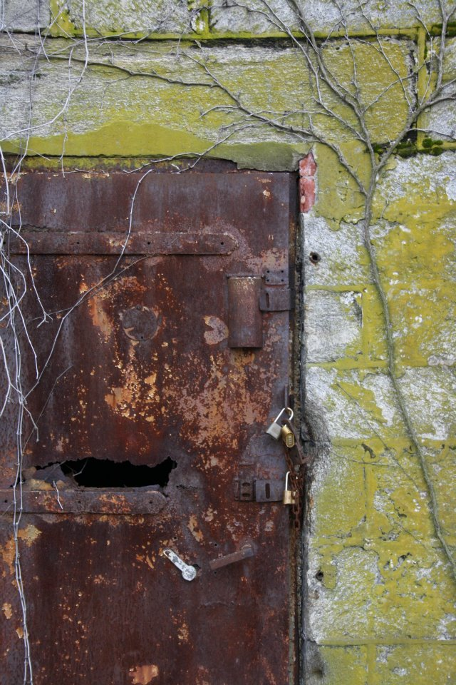 A rusted Door at the Penintantary